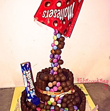 Gravity cake au chocolat, Smarties et Maltesers