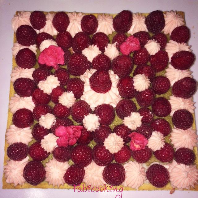 Tarte-framboises-matcha-rose-