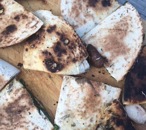 Quesadillas à la plancha aux champignons et épinards