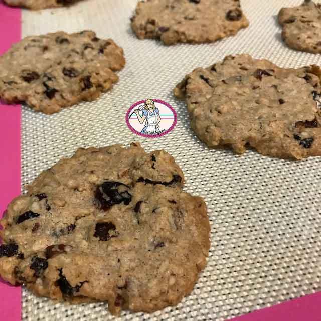 Cookies aux raisins secs, pécan et flocons d'avoine selon Laura Todd