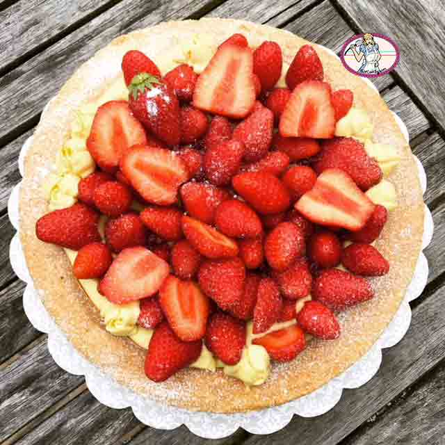 Dacquoise aux fraises comme une tarte