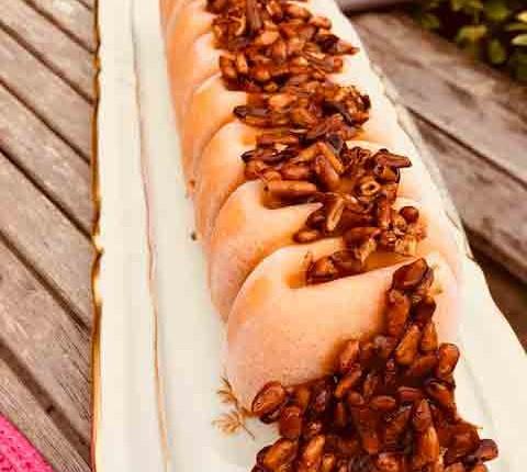 Glace abricot lavande aux pignons de pin caramélisés