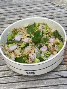 Salade de fèves, artichaut, menthe et vinaigrette au miso