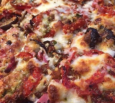 Pizza aux aubergines et gorgonzola